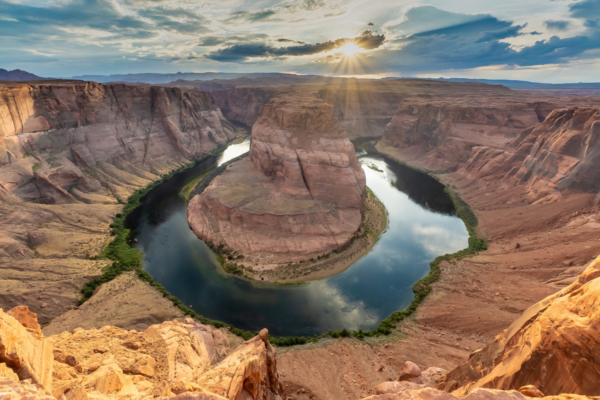Exploring the Horseshoe Bend Hike in Glen Canyon at sunset